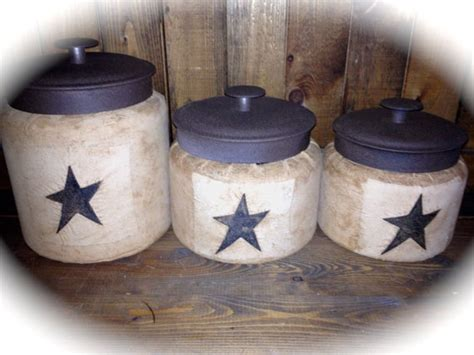 primitive kitchen canisters the 25 best ideas about primitive canisters on pinterest primitive kitchen decor country