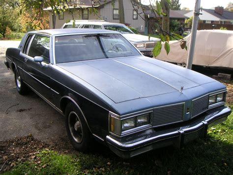 File:1982 Oldsmobile Delta 88 coupe, fL.jpg - Wikimedia ...