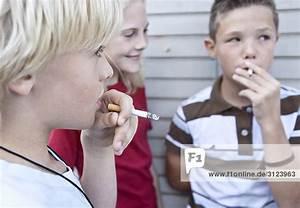 Haarfarbe Kind Berechnen : kinder rauchen zigaretten close up lizenzpflichtiges bild bildagentur f1online 3123963 ~ Themetempest.com Abrechnung