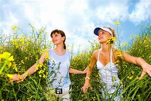 Schönes 10 Jähriges Mädchen : gehen sch nes m dchen zwei im wei blumen gelb zu f rben stockfoto bild von m dchen freiheit ~ Yasmunasinghe.com Haus und Dekorationen