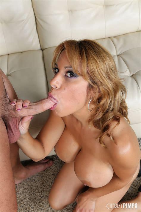Alyssa Lynn Horny Milf Big Titty Blowjob