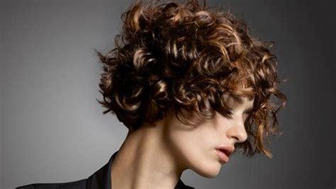 ein lockiger bob  goldwell frisuren frisuren