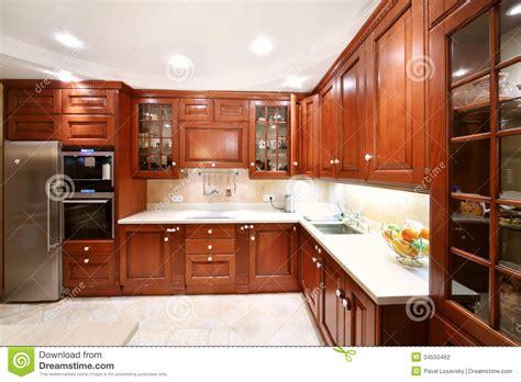 placards en bois simples de cuisine partie supérieure du