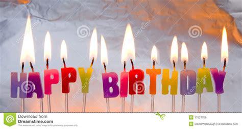 candele di compleanno candele di buon compleanno illuminate fotografia stock