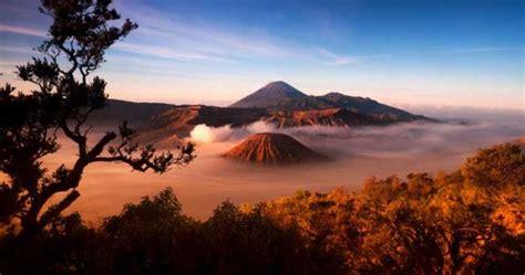 gunung terindah  menakjubkan  dunia reygina