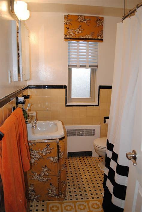 images  vintage tile bathrooms  pinterest