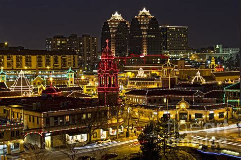 holiday lights in kansas city the country club plaza