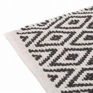 Tapis Gris Blanc : tapis motifs ethniques en coton gris et blanc 80 x 50 cm ~ Teatrodelosmanantiales.com Idées de Décoration