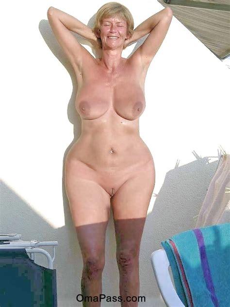 Nacktes Bild von breiten Hüften