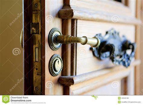 poign 233 e de porte d entr 233 e avec le trou de la serrure fermez vous vers le haut de la vue photo