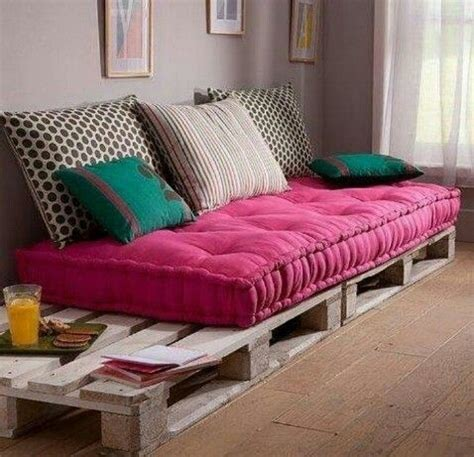 33914 lovely pallet day bed 25 best ideas about bed on palette bed
