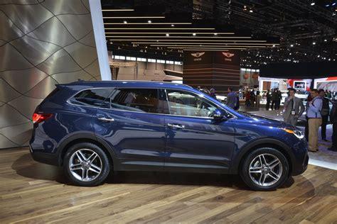 Hyundai Santa 2017 by 2017 Hyundai Santa Fe Thinks It S Got A Facelift In