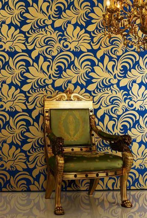 chaise style baroque le papier peint baroque et le style moderne classique