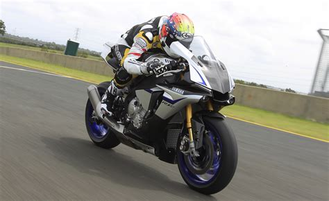 Review Yamaha R1m by 2015 Yamaha Yzf R1 And R1m Ride Review