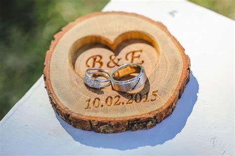 ringkissen personalisierte holz ring kissen fuer hochzeit