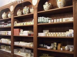 Boutique De Meuble : meuble d 39 apothicaire parfumerie pinterest ~ Teatrodelosmanantiales.com Idées de Décoration