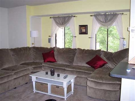 what colors match an olive green couch