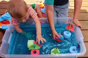 Basteln Sommer Kinder : schiffe basteln mit kindern aus schwimmnudel basteln mit romeo und aurora pinterest kinder ~ Markanthonyermac.com Haus und Dekorationen