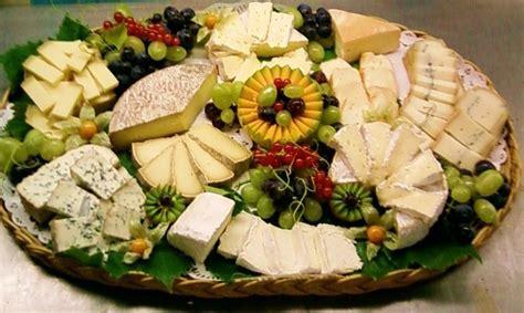 plateau de fromages au bouton d or fromager affineur fromages au lait cru