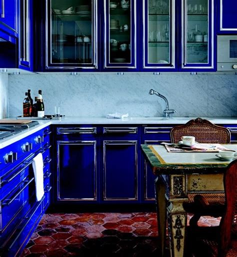 cobalt blue kitchen cabinets the secret to decorating the way the kitchen 5517