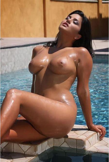 Nude pics: SUNNY LEONE NUDE