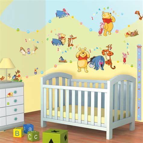 chambre winnie l ourson pour bébé stickers winnie ourson