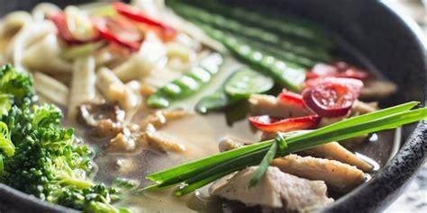 Sehingga anda bisa dapat jika sudah tambahkan garam, gula, pala dan merica. Resep Cara Membuat Sayur Sop Ayam dan Bakso dengan Campuran Ceker Kuah Bening yang Enak | Diadona.id