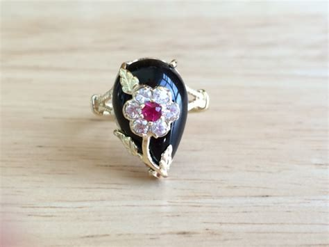 vintage kt yellow gold black onyx ruby  white topaz