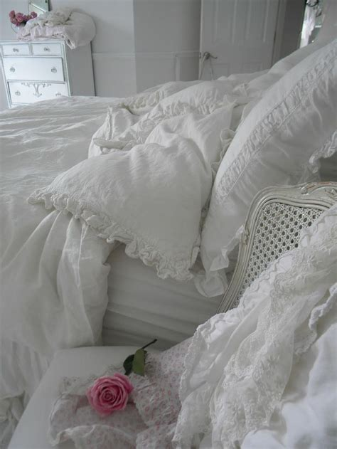 shabby chic 33 sweet shabby chic bedroom d 233 cor ideas digsdigs