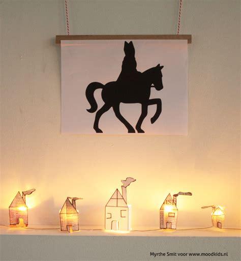 Huis Versieren Voor Sinterklaas je huis versieren voor sinterklaas met deze krantenhuisjes
