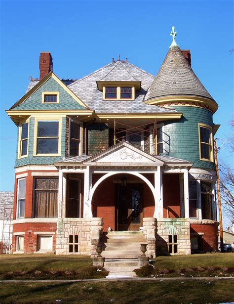 Queen Anne Style House Characteristics