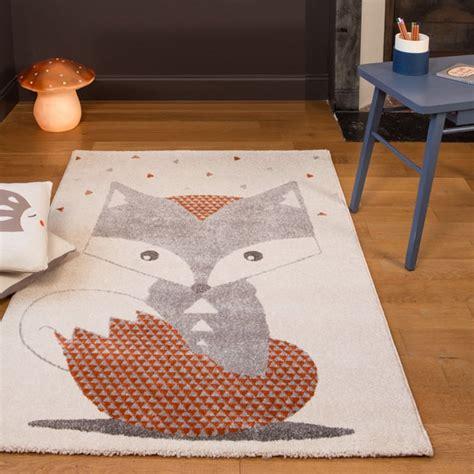 taille minimum chambre tapis chambre de bébé renard