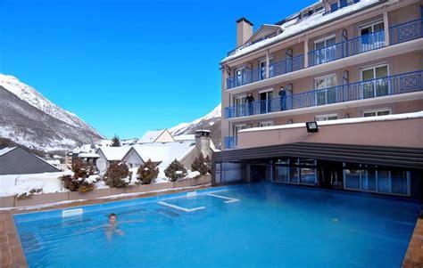 piscine dans la chambre location vacances à la montagne en résidence balnéo à