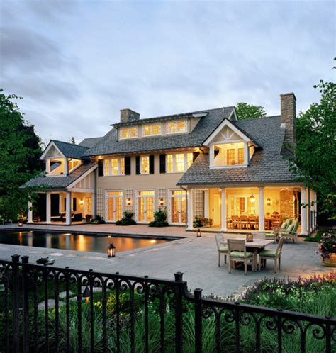 is this a rear view of a ranch home with a walk out basement