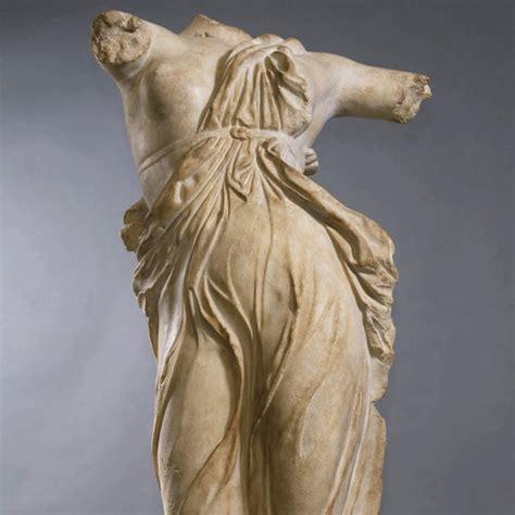 la cuisine de mimi superbe statue danseuse grecque piètement en métal