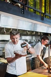 Gordon Ramsay dusting a bakewell tart - JOS - Photography