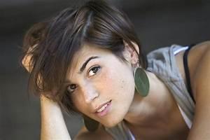 Comment Couper Les Cheveux Courts : comment prendre soin de ses cheveux courts au quotidien madame figaro ~ Farleysfitness.com Idées de Décoration