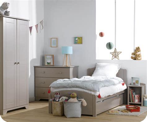 chambre gris et jaune de la couleur dans une chambre d 39 enfant mixte