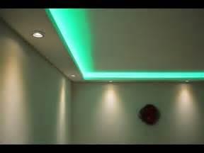 deckenbeleuchtung wohnzimmer stuckleisten lichtprofile für indirekte led beleuchtung mit spots led bänder