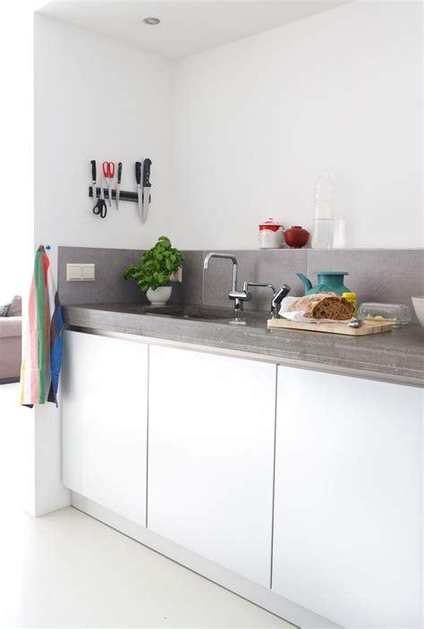 plan de travail de cuisine cuisine gris clair laqua en galerie et cuisine laquée