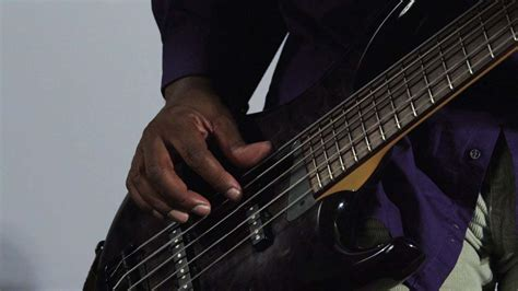 top  tips  playing  bass guitar terrifically