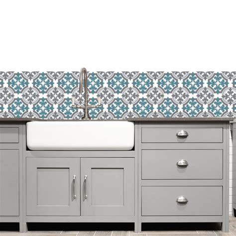 cuisine gris et bleu 19 idées pour une crédence adhésive imitation carreaux de