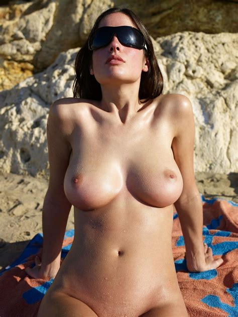 Girls In sunglasses Redbust