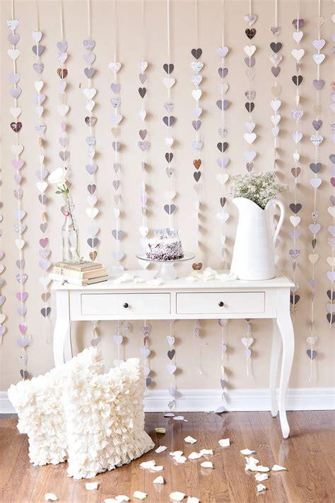 Як прикрасити стіну в кімнаті своїми руками: способи ...