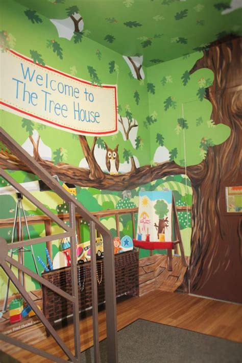 community murals 706   1 treehouse play basket and easel