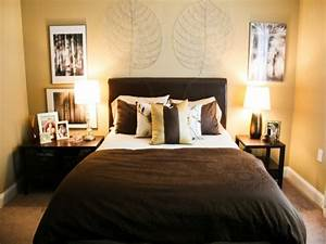 Couples room decorating ideas very small master bedroom for Small master bedroom ideas for decorating