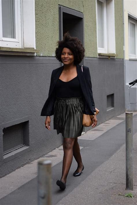 jupe bureau porter une jupe plissée courte irisée au bureau