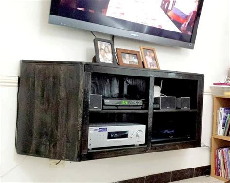 pallet entertainment center wall hanging media center out of pallets Diy