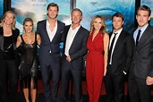 Totally Shredded Family. Look At The Amazing Physique Of Mum And Dad Hemsworth – ONN – Premium ...