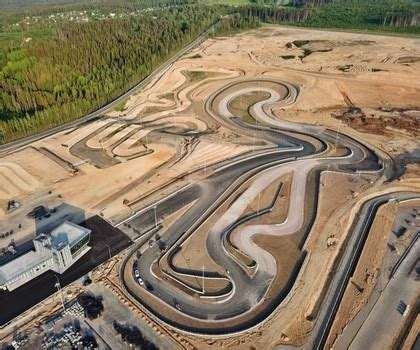 Krievijā būvē iespaidīgu autosporta kompleksu, kurā būs ...